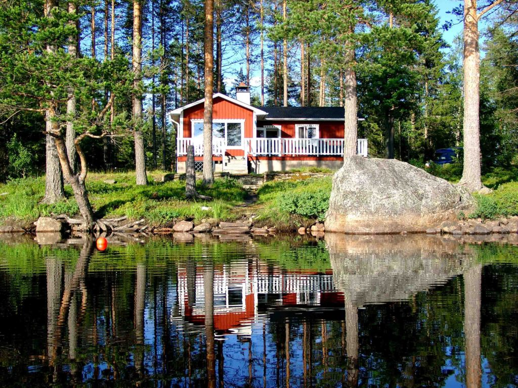 Lakefront home, boat with private beach and wood fired sauna. Quiet location in beautiful surroundings with spectacular views
